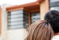 Comprar casas penhoradas: veja onde procurar e quais as vantagens